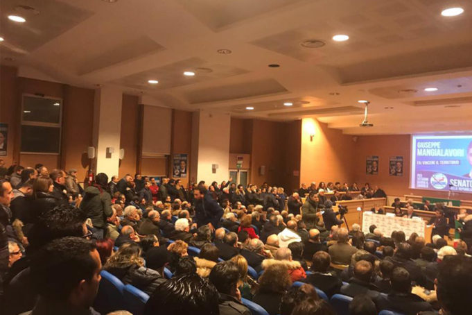 Grande successo di pubblico all'incontro di Giuseppe Mangialavori, candidato al senato, con la cittadinanza vibonese tenutosi ieri mercoledì 14 Febbraio.